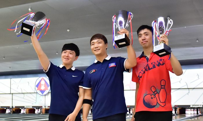L-R) Kim Dong Gyun, Son Young Seok both of Korea and Michael Mak of Hong Hong with their 1st Runner Up, Champion and 2nd Runner Up trophies after the Final of the Men's Open Masters of the 41st Hong Kong International Open Tenpin Bowling Championships on Sunday August 30, 2015. (Bill Cox/Epoch Times)