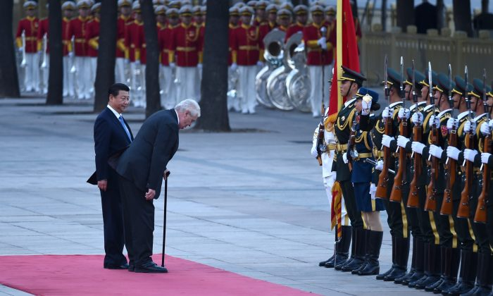 Czech President Milos Zeman (R) and Chinese regime's leader Xi Jinping (L) in front of Chinese honor guards during a welcome ceremony outside the Great Hall of the People in Beijing on October 27, 2014. (Wang Zhao/AFP/Getty Images)