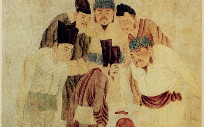 Emperor Taizu of Song playing cuju with Prime Minister Zhao Pu. (Qian Xuan/Public Domain)