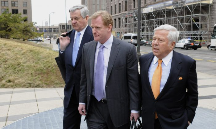 New England Patriots owner Bob Craft (R) has normally been one of NFL Commissioner Roger Goodell's biggest allies. (Hannah Foslien /Getty Images)