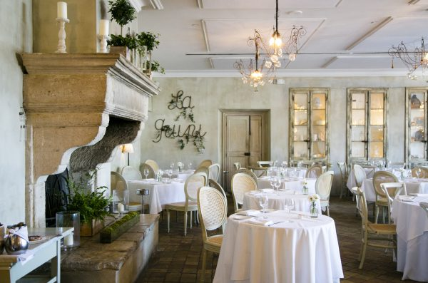 L'Escale restaurant and bar at Delamar Hotel. (Samira Bouaou/Epoch Times)