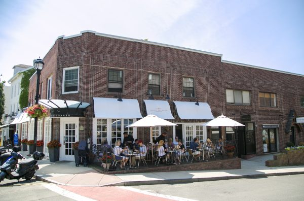 Need a shopping break? Stop off at one of the many eateries on Greenwich Avenue. (Samira Bouaou/Epoch Times)