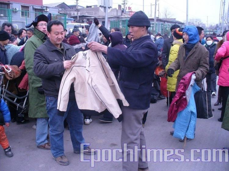 The Sunshine Community provides food and clothing to the homeless, the elderly, and petitioners who become stranded in Beijing. (Sunshine Community)