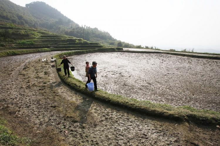 Villagers carry empty pails down a mountain in Sichuan Province. (Getty Images)