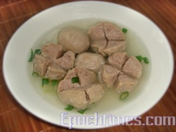 Nutritious and delicious Gung Wang meatballs are meaty and full of filial piety. (Tsai Shya/ The Epoch Times)