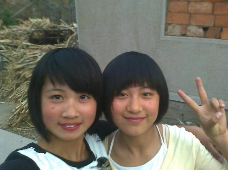 Two 14-year-old girls, Zhao Shanshan and Sun Qingqing, (right) went missing on their way to school on May 12, and were found the next day in a rental apartment occupied by young men.   (Photo provided by a family member)