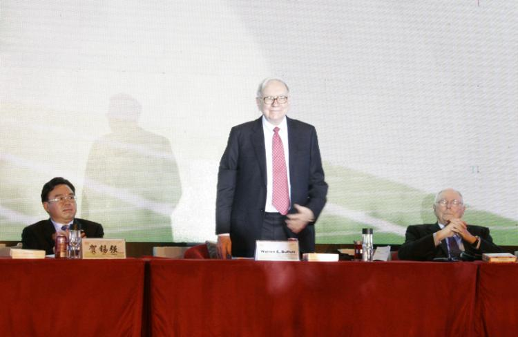 On Sept. 27, 2010, Warren Buffett appears at BYD Auto's annual business meeting in Shenzhen. (Epoch Times Archive)