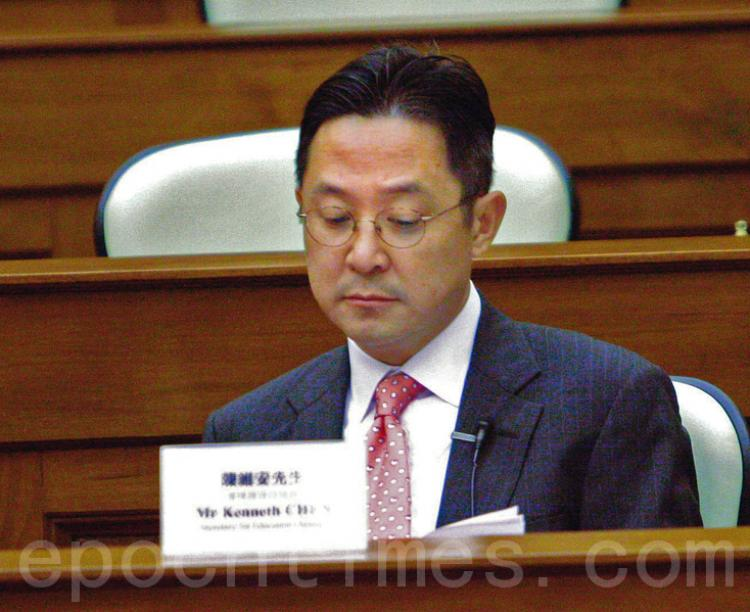 Acting Secretary for Education, Kenneth Chen Wei-on attended the briefing due to illness of the Secretary for Education, Michael Suen Ming Yeung. (The Epoch Times)