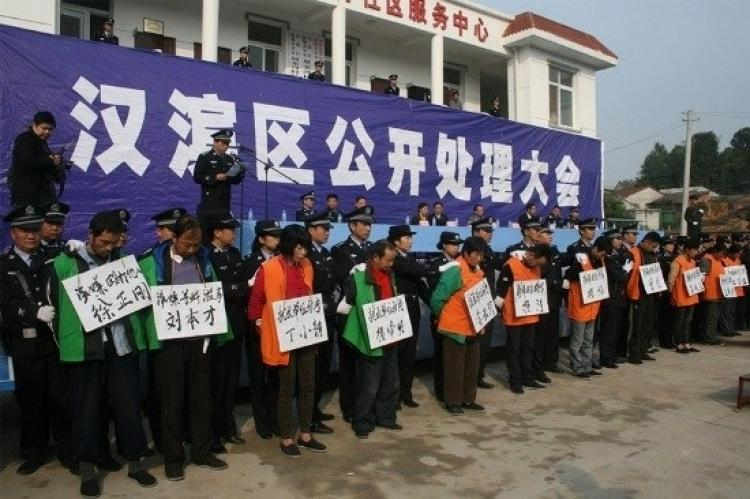 Local government officials in Shaanxi Province held a public, Cultural Revolution-style shaming session to announce the verdicts against 17 villagers who petitioned the regime for their lost land. Wearing large signs with their names and the verdict, the  (Epoch Times Achives )