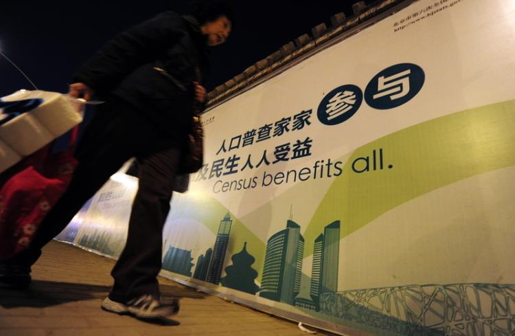 Chinese had doubts about the sixth census. The photo shows an advertisement for the census on a Beijing street.  (Getty Images)