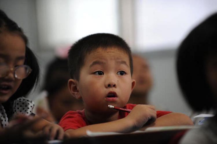 Chinese elementary students in a school classroom in Hefei, Anhui, China last September 2010. According to a report from China Economic Weekly on March 8, the spending in education in China is short of 1.6 trillion yuan (US$ 243 billion) from 2000 to 2009 (AFP/Getty Images )