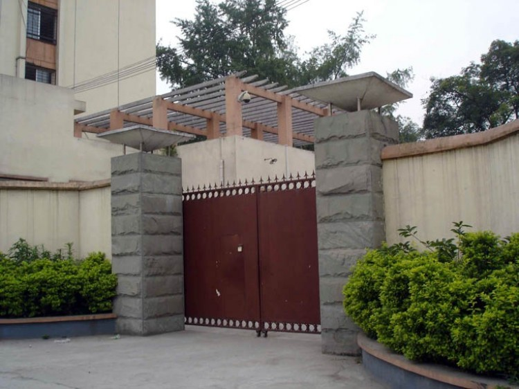 Caption: Entrance to the Chengdu City Legal Education Center; there is no identifying sign, and the gate is often locked. (Minghui.org)