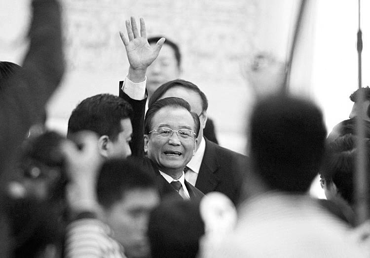 Chinese Premier Wen Jiabao waves to media