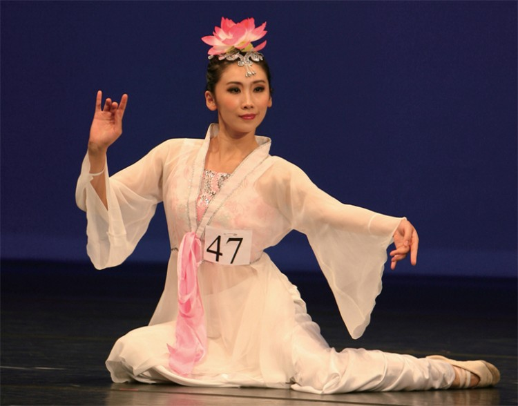 International Classical Chinese Dance Competition gold medalist Ren Fengwu