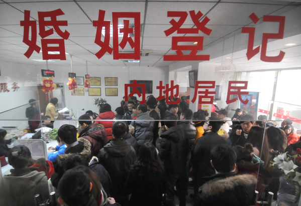 """A Chinese marriage bureau was crowded with """"Triple 12"""" hopefuls earlier this week. (The Epoch Times)"""