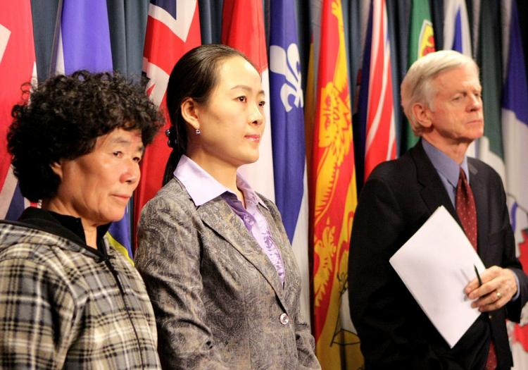 Former MP David Kilgour at a press conference last week in support of Falun Gong practitioners who want Trade Minister Stockwell Day to urge the Chinese regime to free their relatives jailed for practising Falun Gong. The Falun Dafa Association of Canada has informed Mr. Day of 10 jailed practitioners with close family ties to Canada. (Samira Bouaou/The Epoch Times)