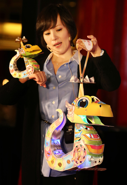 A Taiwanese inventor designed a snake lamp to celebrate the year of the snake. (Central News Agency)