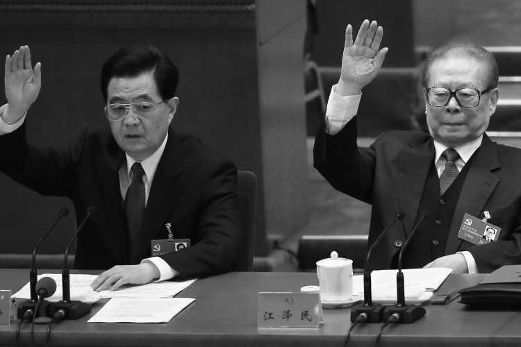Outgoing Communist Party head Hu Jintao (L) and former Party head Jiang Zemin (R)