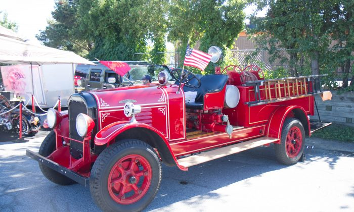 A1930 Brockway fire truck at the 8th annual 9/11 Memorial Car Show by the Saturday Night Cruisers in New Windsor on Sept. 20, 2015. (Holly Kellum/Epoch Times)