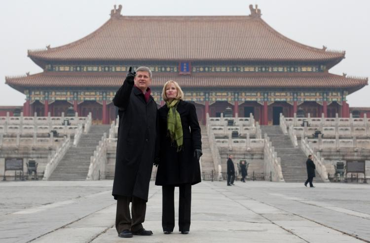 Prime Minister Stephen Harper and his wife, Laureen, visit the Forbidden City in Beijing, China. (PMO photo by Jason Ransom)