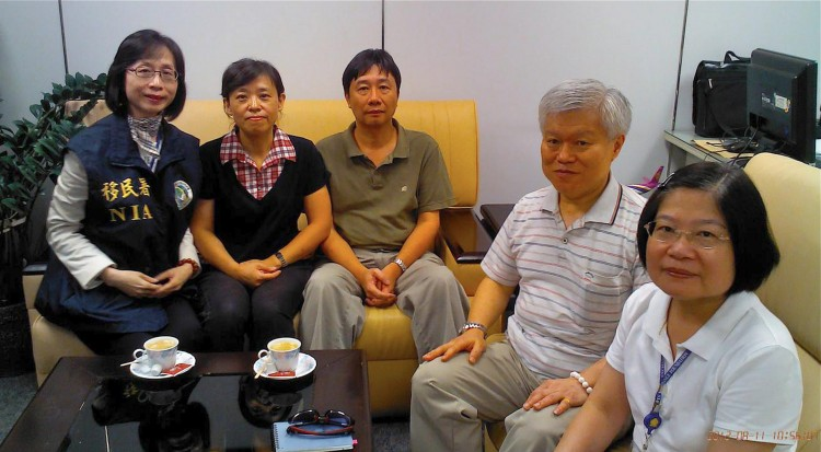 Chung Ting-pang (third from left)
