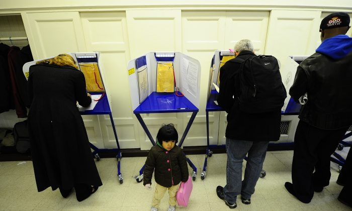 Residents in New York cast their vote, file photo. (Emmanuel Dunand/AFP/Getty Images)