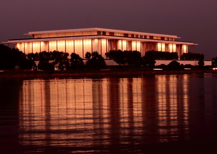 The Kennedy Center at night. (Lisa Fan/Epoch Times)
