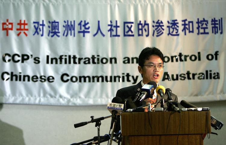 Former Chinese diplomat Chen Yonglin, at a press conference in Sydney, after being granted a protection visa, warned of the Chinese communist agenda to influence Australians on July 10, 2005. (Greg Wood/AFP/Getty Images)