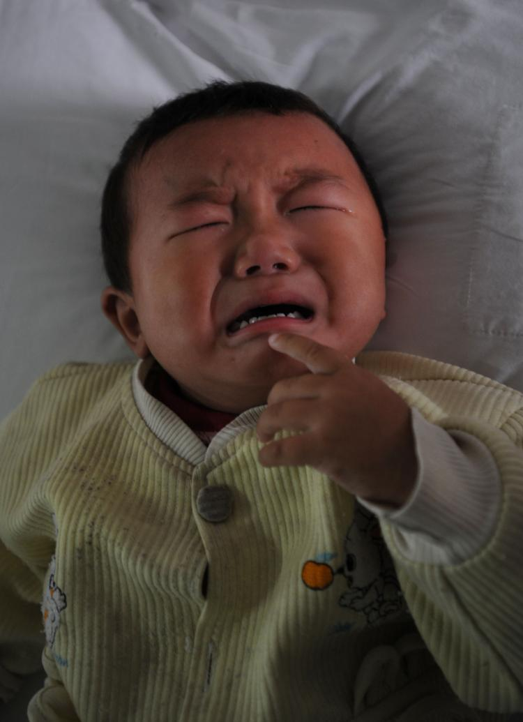Tian Yaowen, 15 months old, suffering with kidney stones at Tongji Hospital in Wuhan, China. (China Photos/Getty Images)