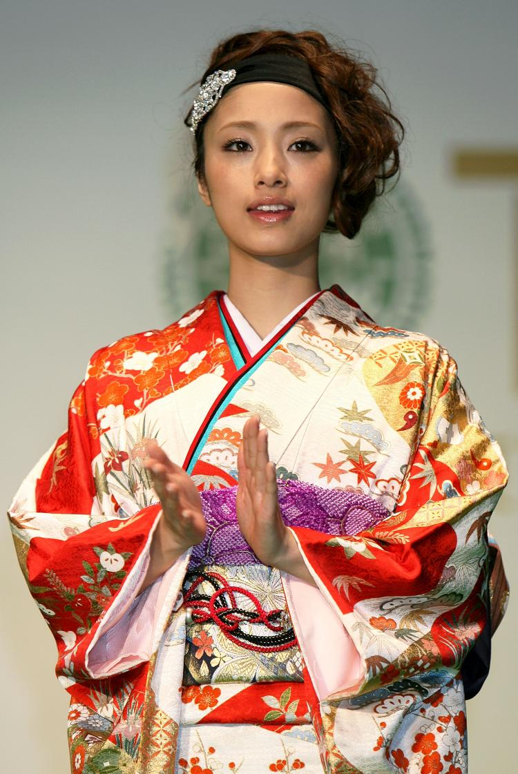 Japanese actress Aya Ueto wears a kimono. (Kiyoshi Ota/Getty Images)
