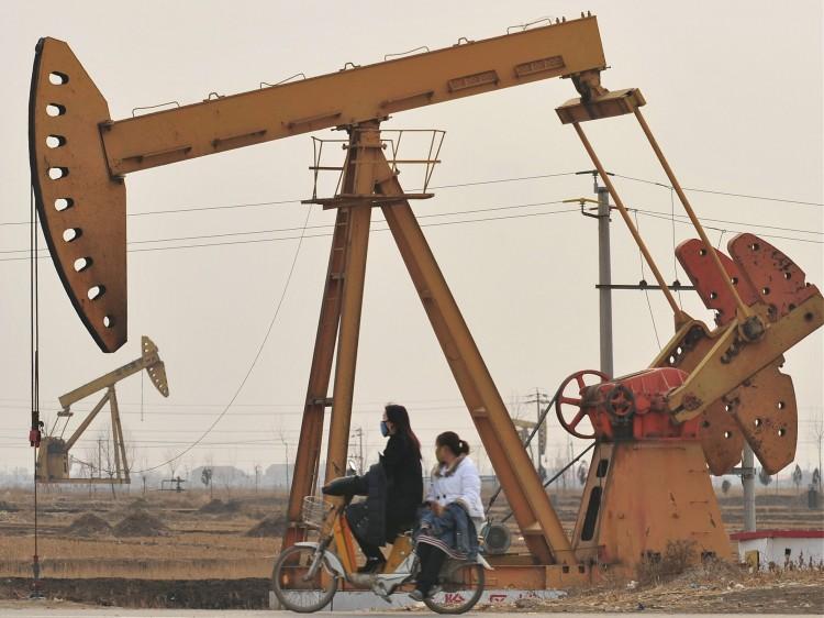oil rigs in Cangzhou on Feb. 25, 2009