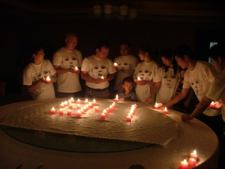 REMEMBERING: Parents of tainted-milk victims attended a commemorative ceremony on Sept. 11. (jieshibaobao.com)