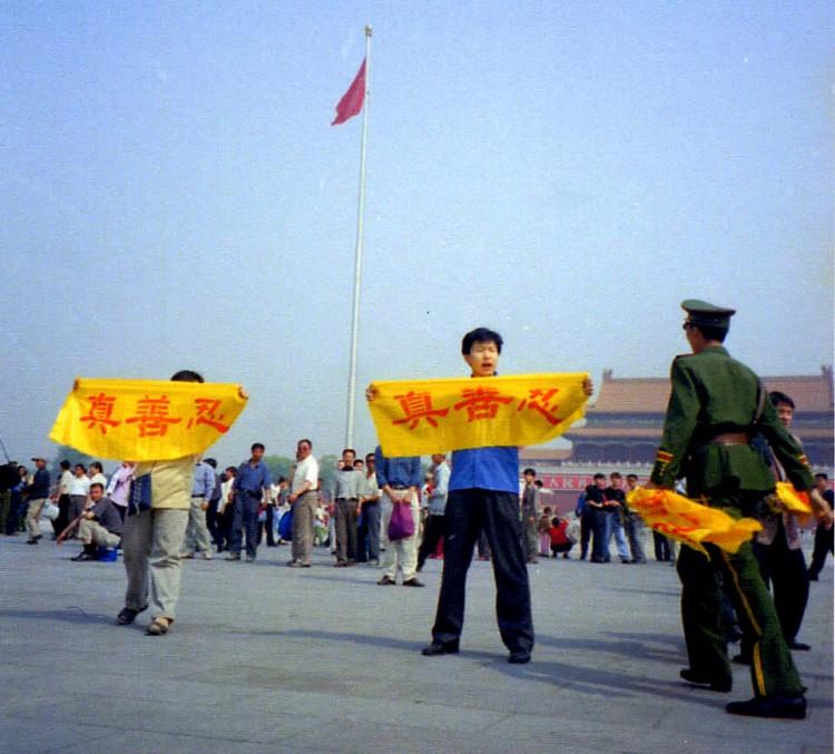 ENDING PERSECUTION: Falun Gong practitioners hold banners on Tiananmen Square in Beijing on May 2, 2001. For the first few years of the persecution, practitioners went to the square asking the Communist Party to reverse itself. (Courtesy of Minghui.net)