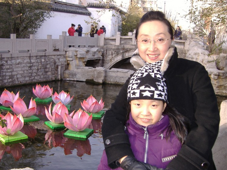 Cui Aimin and her daughter
