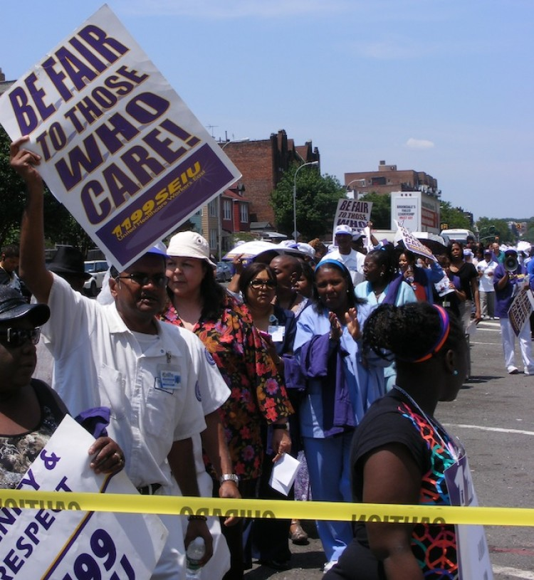 Union workers from Brookdale Hospital protest loss of benefits. (Gidon Belmaker/The Epoch Times)