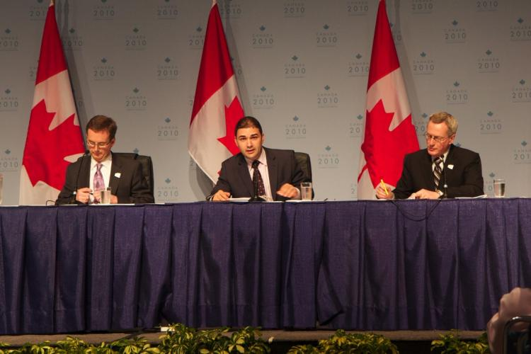 Dimitri Soudas (C), communications director for Canadian PM Stephen Harper, holds the first press conference at the International Media Centre in Toronto with Tiff Macklem (L), associate deputy minister of finance, and Len Edwards, Canada's G8 and G20 sherpa. (The Epoch Times)