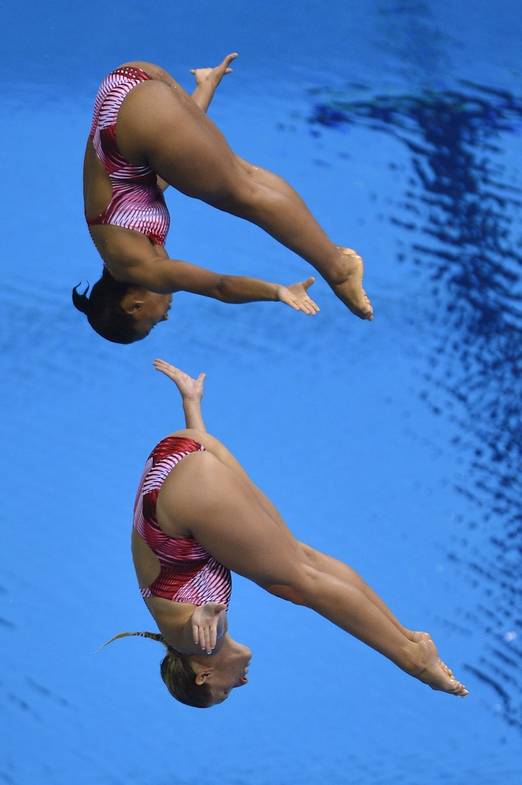 Canada's Jennifer Abel (top) and Emilie Heymans won the nation's first medal at the London Olympics, a bronze in diving. (Fabrice Coffrini/AFP/GettyImages)