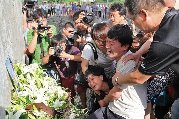 WATCHFUL: Photographers capture family members grieving the victims that died in the July 23 high-speed train crash at the accident scene in Shuangyu, near Wenzhou, in eastern China's Zhejiang Province over one week after a deadly high-speed rail crash. (The Epoch Times Photo Archive)