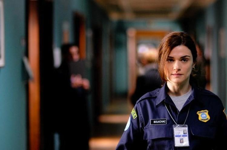 PEACEKEEPER: Rachel Weisz as police officer Kathy.  (Andrei Alexandru/Samuel Goldwyn Films)