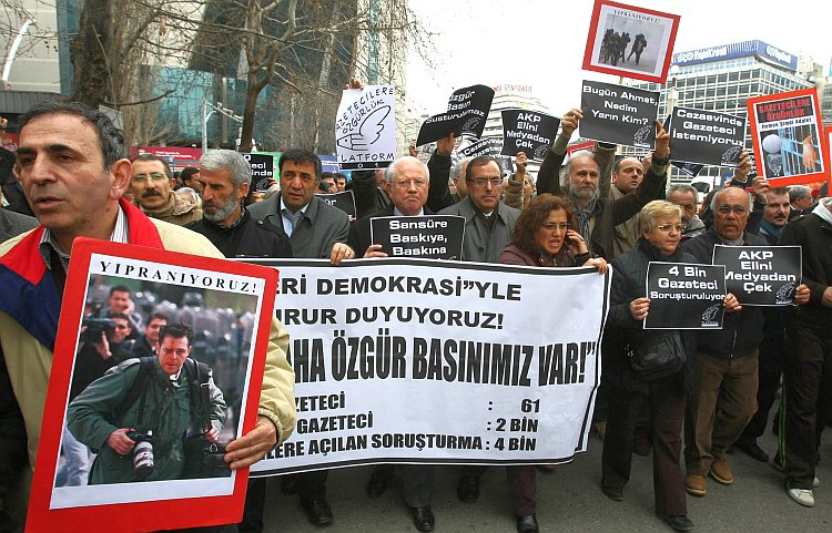 Several hundred Turkish journalists rally for press freedom in Ankara