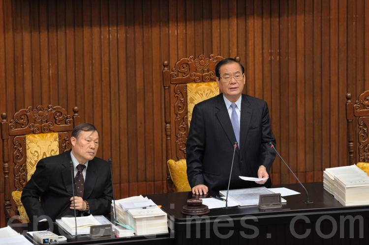 The vice-president of Taiwan's Legislative Yuan, Zeng Yongquan,  announced passage of a proposal to ban human rights violators from visiting Taiwan on December 7. (The Epoch Times)
