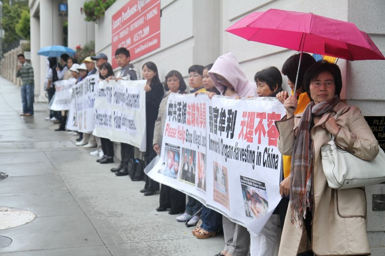 In a related event, protesters at the Vietnamese consulate in San Francisco on Oct. 3 advocate for freedom for broadcasters Vu Duc Trung and Le Van Thanh. (Jan Jekielek/The Epoch Times)