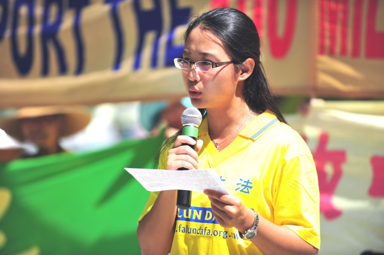 Sonia Zhao gives a speech about the persecution of Falun Gong in China at a rally in Toronto celebrating 100 million people quitting the Chinese Communist Party and its affiliated organizations on August 13. (Gordon Yu/The Epoch Times)