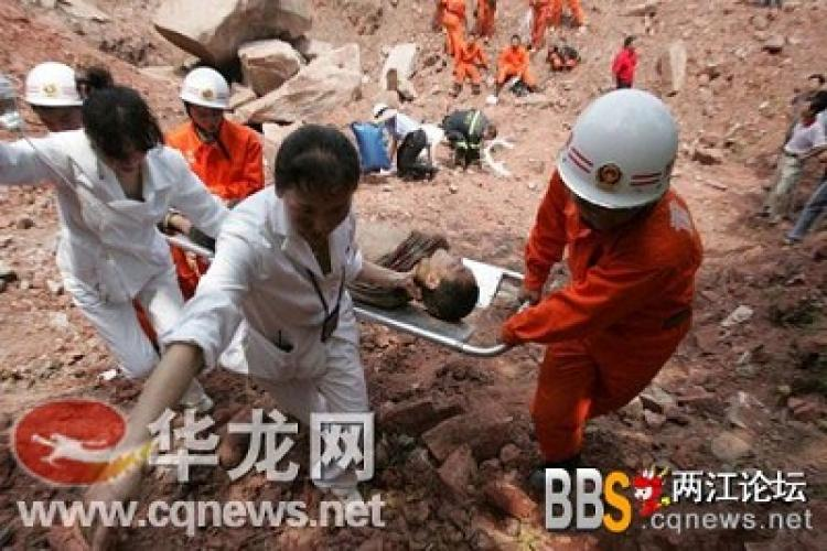 Emergency rescue on the scene of the accident. (Provided by a user of Liangjiang Forum)