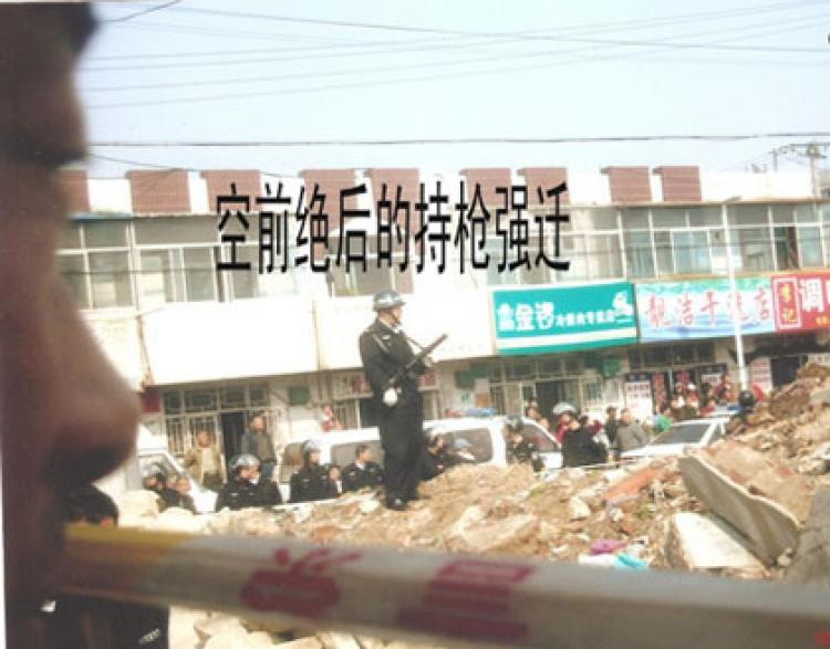 Police supervise a forced demolition in eastern China's Pingdu city, Shandong province. (Rights Protection Net)