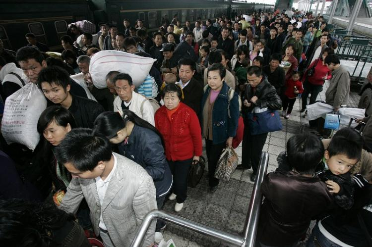 Migrant workers returning home at the Longtousi (Dragon Head Temple) train station, Chongqing City, Oct. 29, 2008. Mass factory closings are occurring in China. (The Epoch Times)