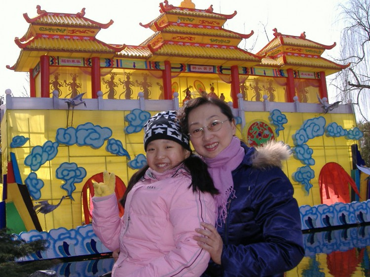 Cui Aimin enjoys time with her daughter in China