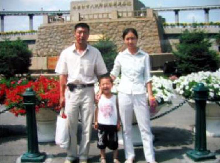 Liu Jinglu, Sun Lixiang and their son. (The Epoch Times)