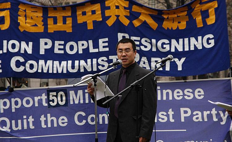 Former communist agent Li Fengzhi, celebrates his resignation, along with fifty million other Chinese people, from the Chinese Communist Party, on March 15, 2009. (Lisa Fan/Epoch Times)