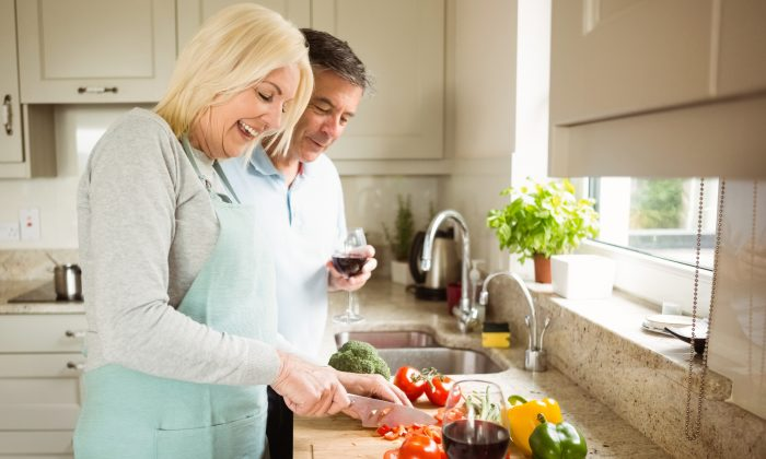 When it comes to health, often it takes a woman to get the ball rolling with healthy meals. (Wavebreakmedia/iStock)